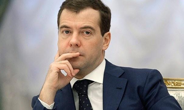 «Мы больше не можем смотреть на ваши преступления». Школьник из Томска попросил Медведева уйти в отставку