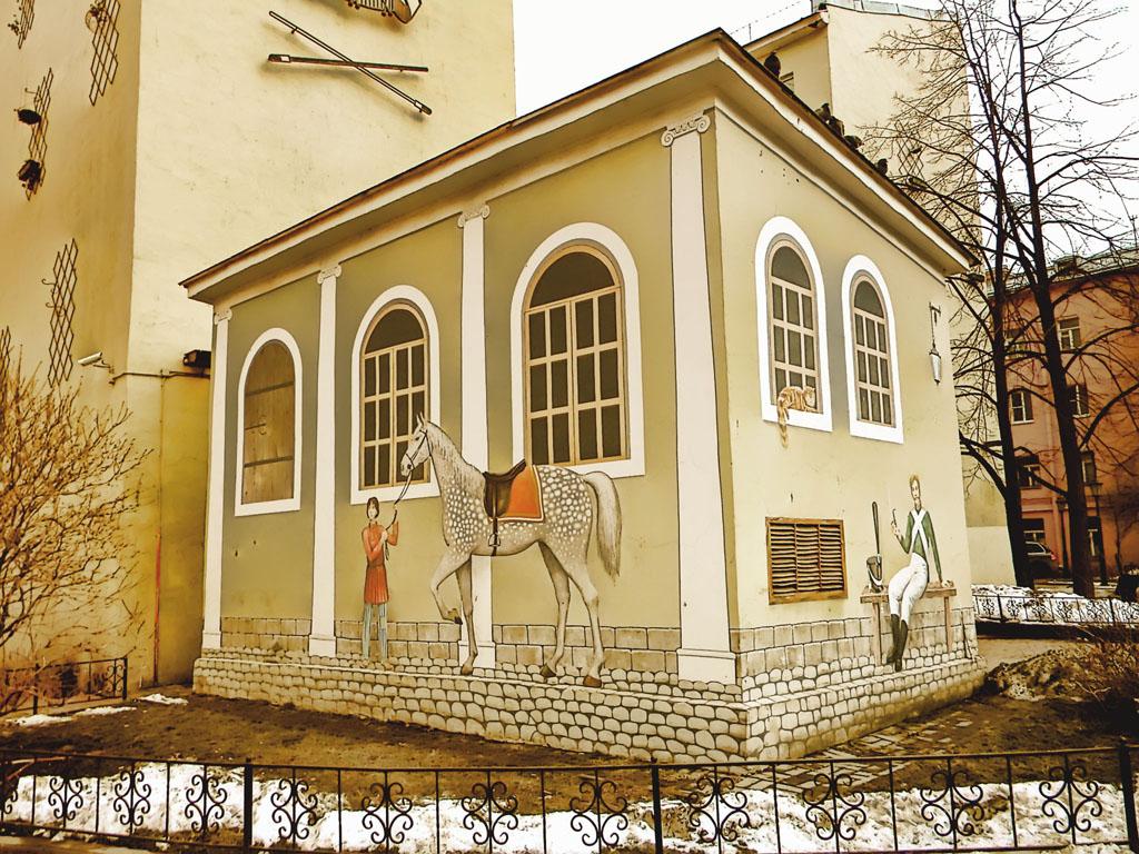 Гвардейский дворик в Семенцах.