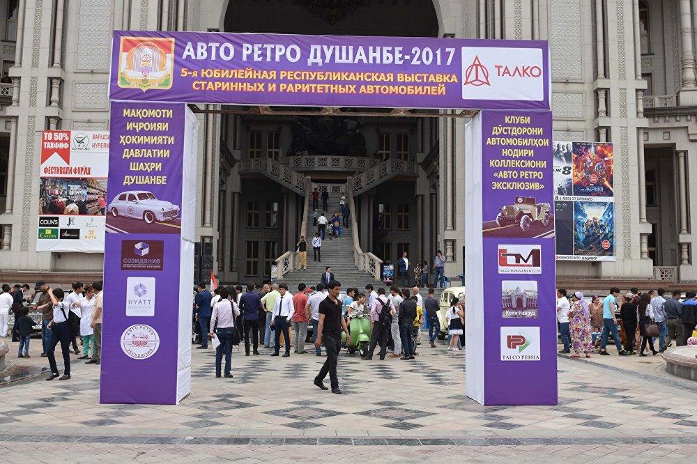 История на колесах: в Душанбе представили культовые ретро-автомобили (фото)