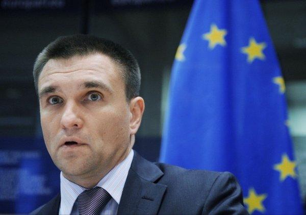 На Украине потребовали дать воду в Крым и отправить Климкина в отставку и под суд