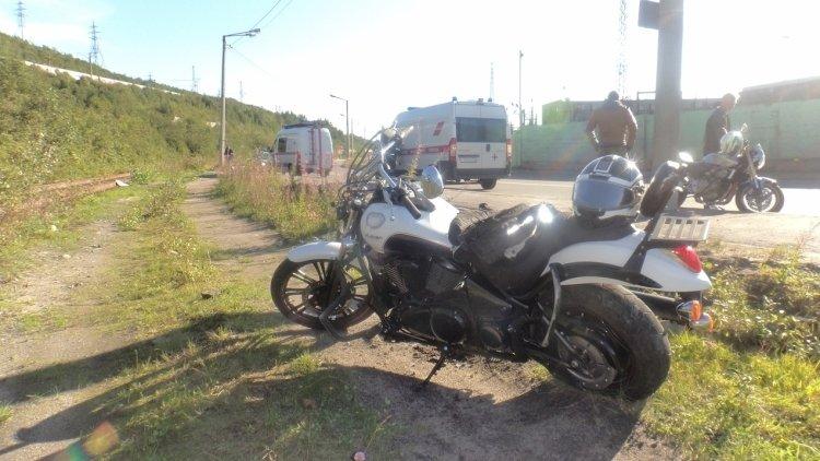 Иностранный мотоциклист попа…