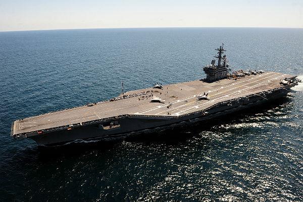 CNN: США стянули корабли и самолеты для атаки Сирии