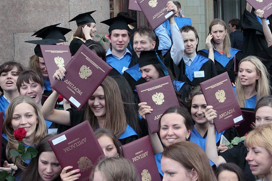 Молодежь перестала верить в высшее образование. Для карьеры не обязательно