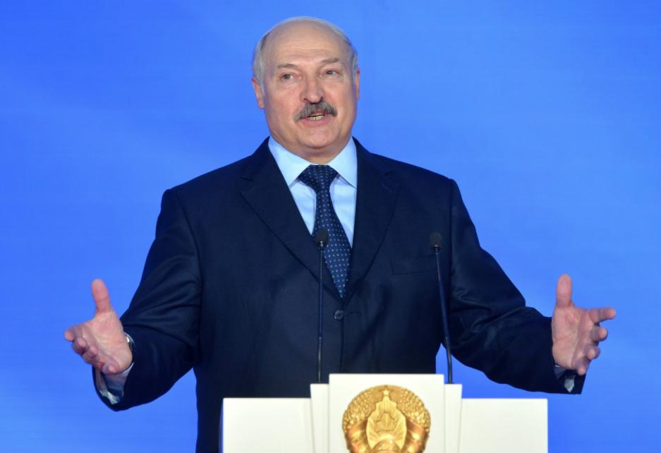 """Для профилактики. Лукашенко разрешил подчинённым """"наклонять"""" тунеядцев"""