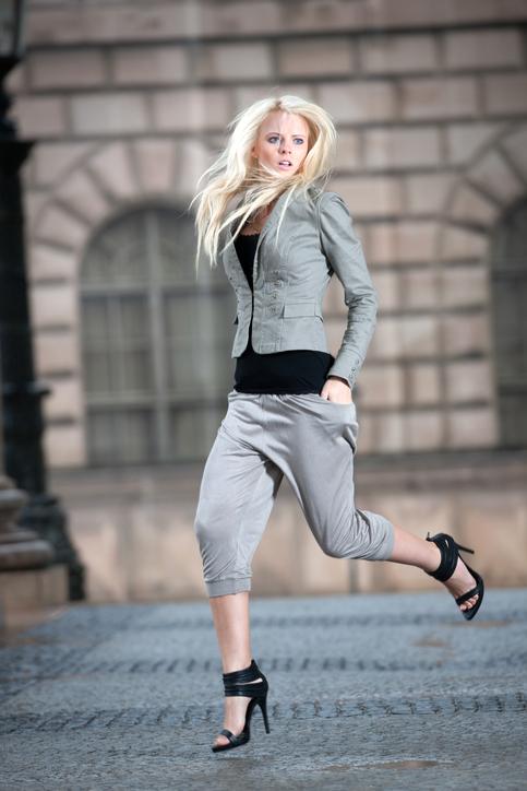 С чем носить босоножки с закрытой пяткой?