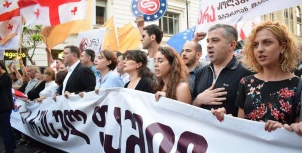 ВТбилиси закидали яйцами организаторов акции «Нет русскому фашизму»