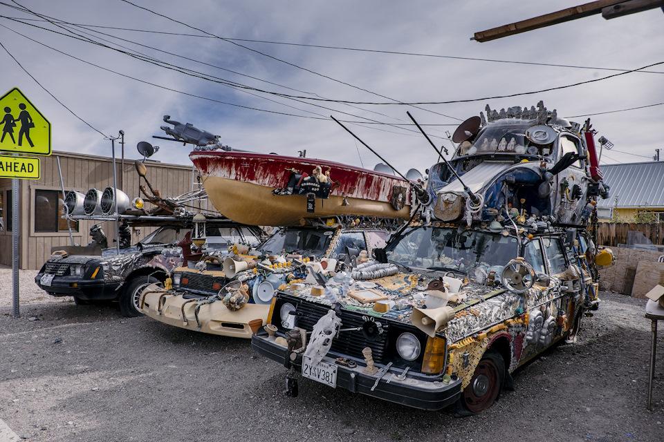 Странный авто-тюнинг из полузаброшенного города