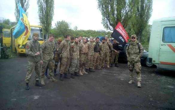 Овоенной дисциплине: украинский генерал приказал убрать красно-черные флаги спалаток военных, теего «послали»
