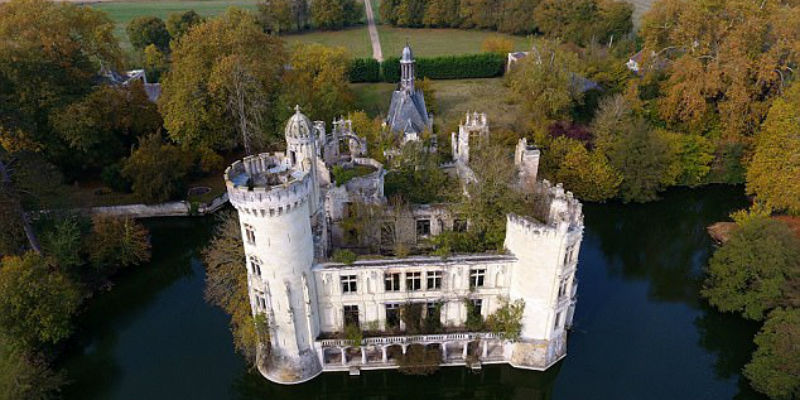 Шесть тысяч пользователей краудфандинговой платформы скинулись и купили средневековый замок