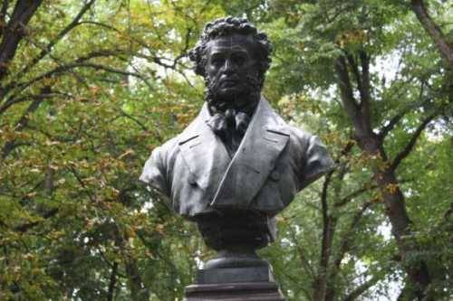 Пушкин на Украине противостоит бескультурью, одичанию и распаду