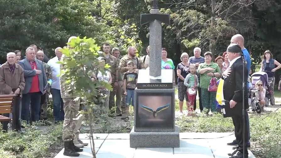 В Киеве открыт монумент с изображением меча, вонзенного в карту России