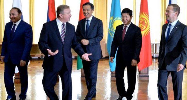 Премьеры стран ЕАЭС обсуждаю…