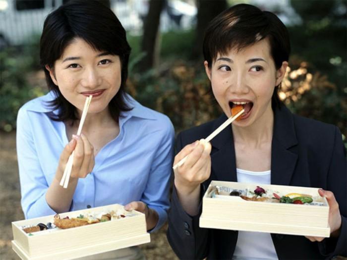 99% населения - японцы.