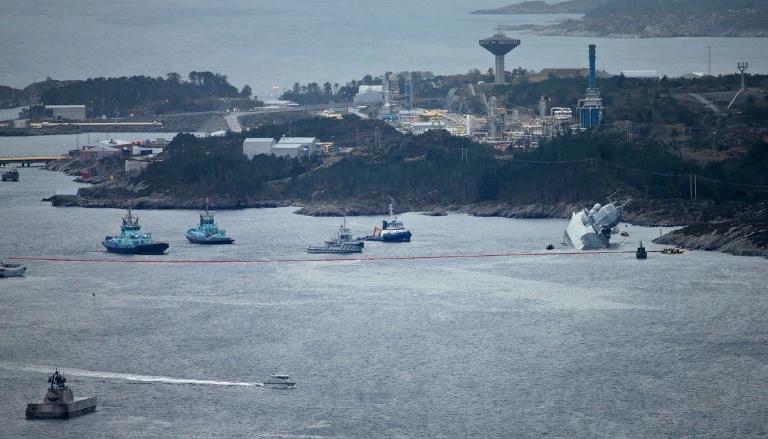 Опубликованы фотографии тонущего у берегов Норвегии фрегата НАТО