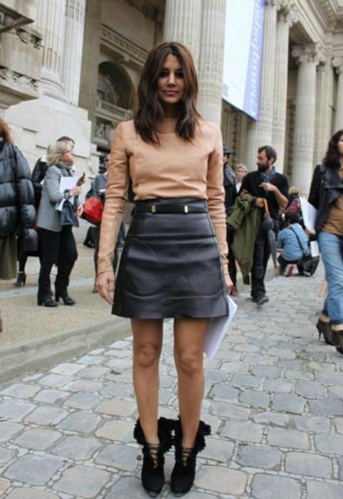 Короткая кожаная юбка-трапеция.   Фото: Что с чем носить.
