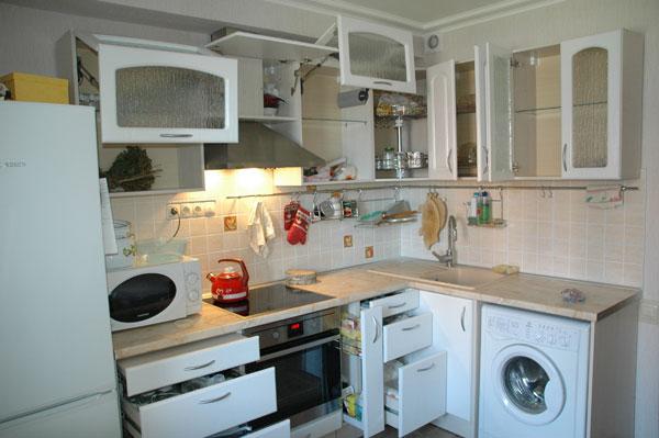 Кухня в хрущёвке со стиральной машиной и посудомоечной машиной дизайн