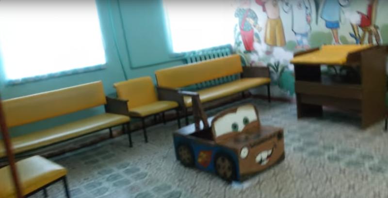 """Тихо умирающая """"Десятка"""" в Астрахани лишилась детской поликлиники"""