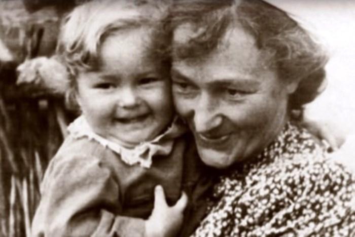 Мария Капнист с дочерью Радой