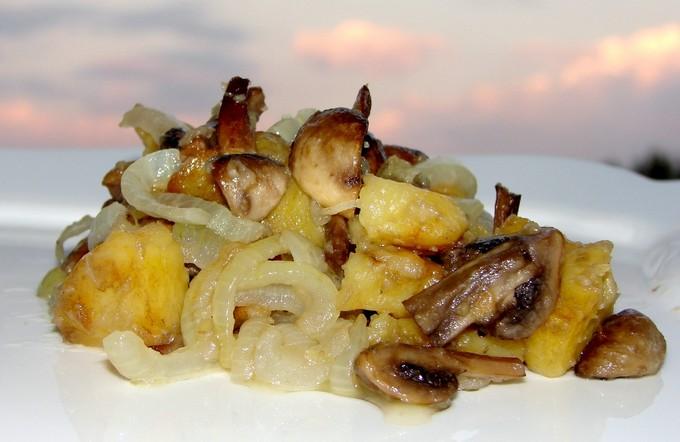 Опята с картошкой в сметане. Жареный картофель с грибами