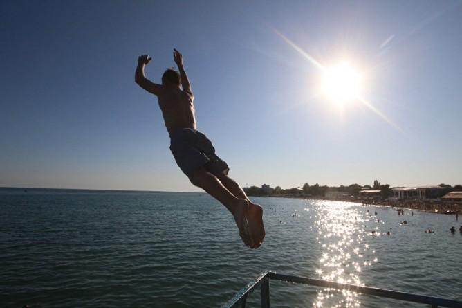 В Крыму мужчина нырнул в мор…