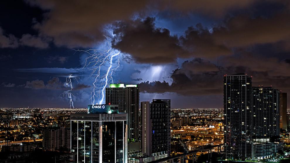 thunders01 Молнии над Майами