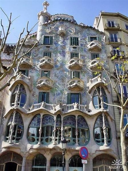 Испания, Барселона - Дом Бальо, Антонио Гауди.