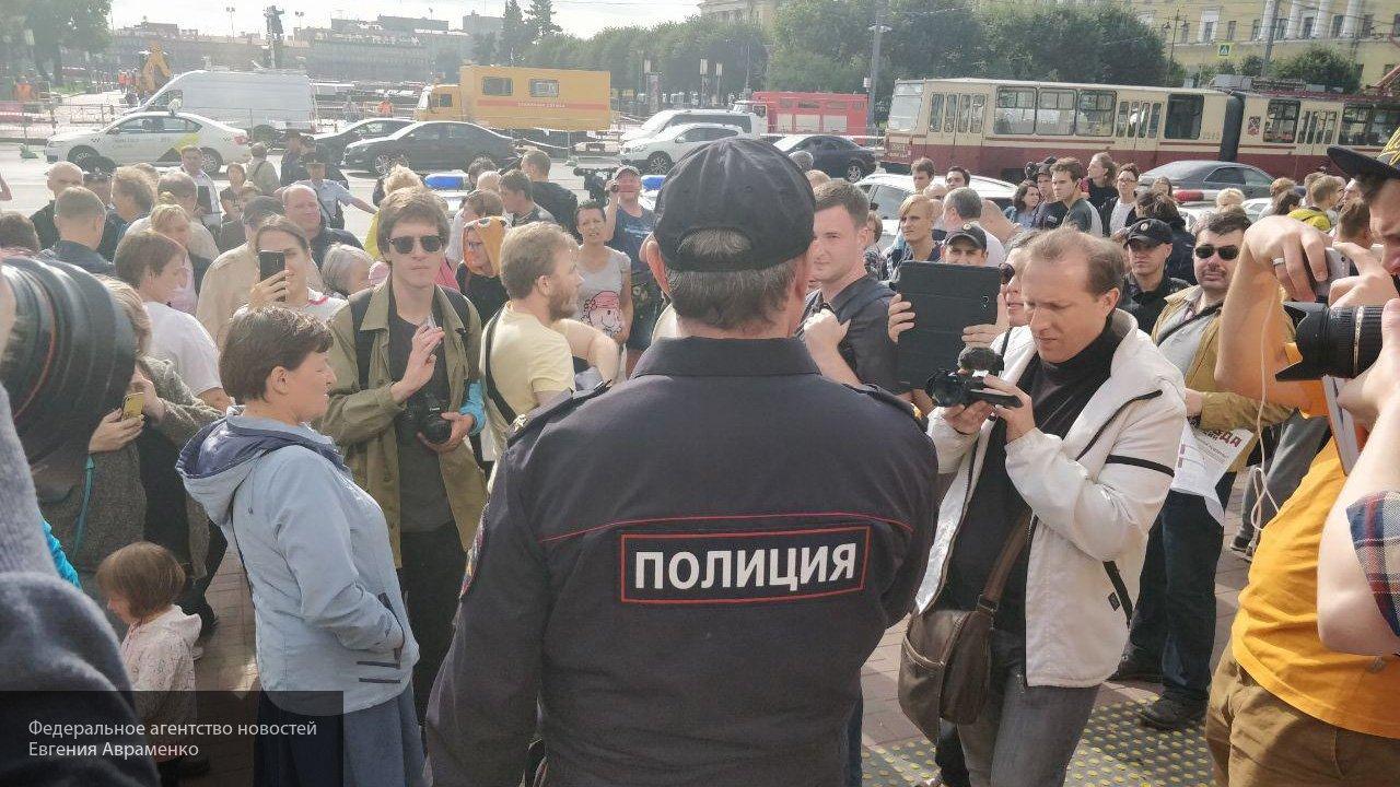 «Повестка неинтересна»: эксперт о провальном митинге Навального в Новосибирске