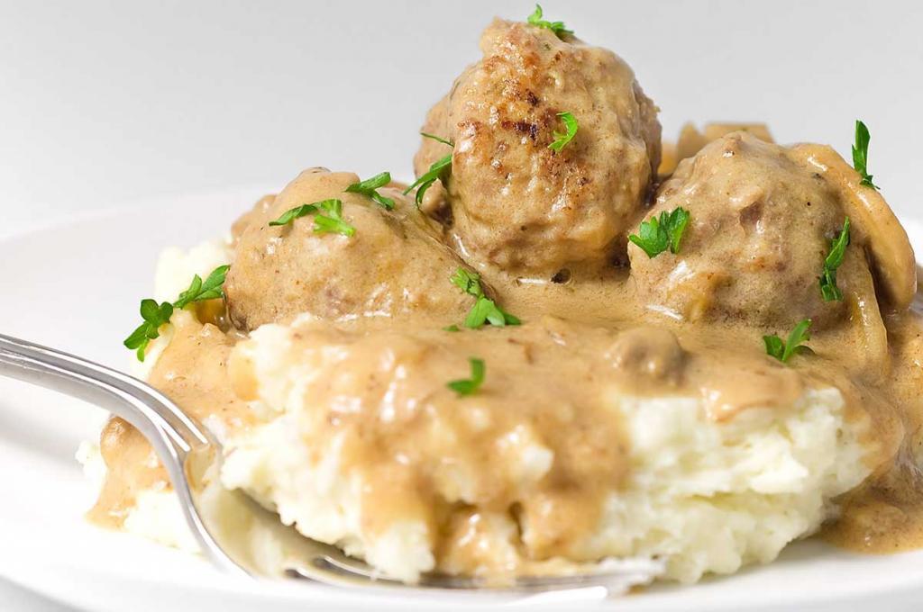 Сметанный соус для фрикаделек: ингредиенты и рецепт приготовления