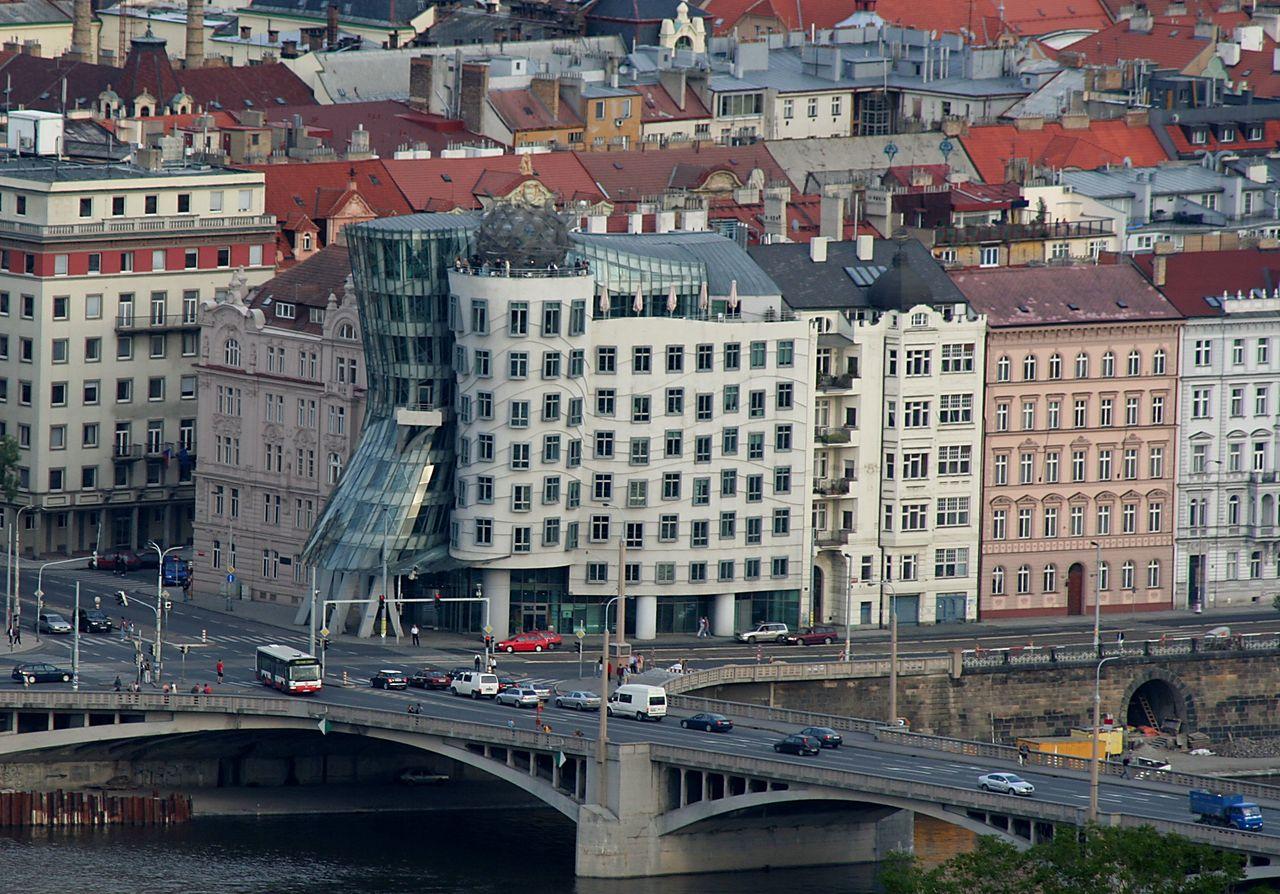 Едем в Прагу. Танцующий дом