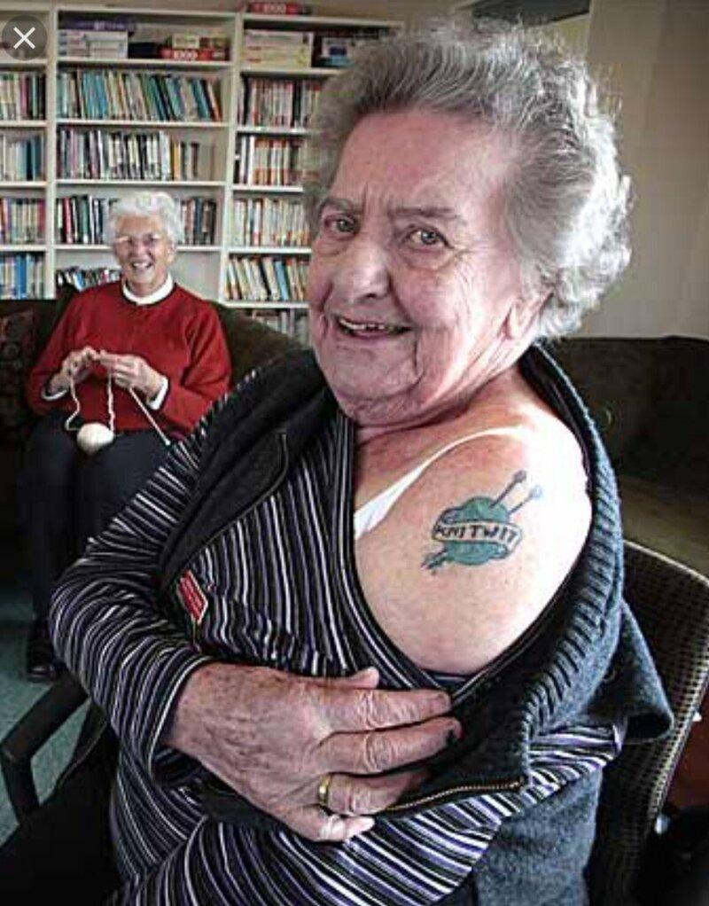 Тот момент, когда стареет все, кроме нее интересное, люди, пожилые, странные, тату, факты, что творят