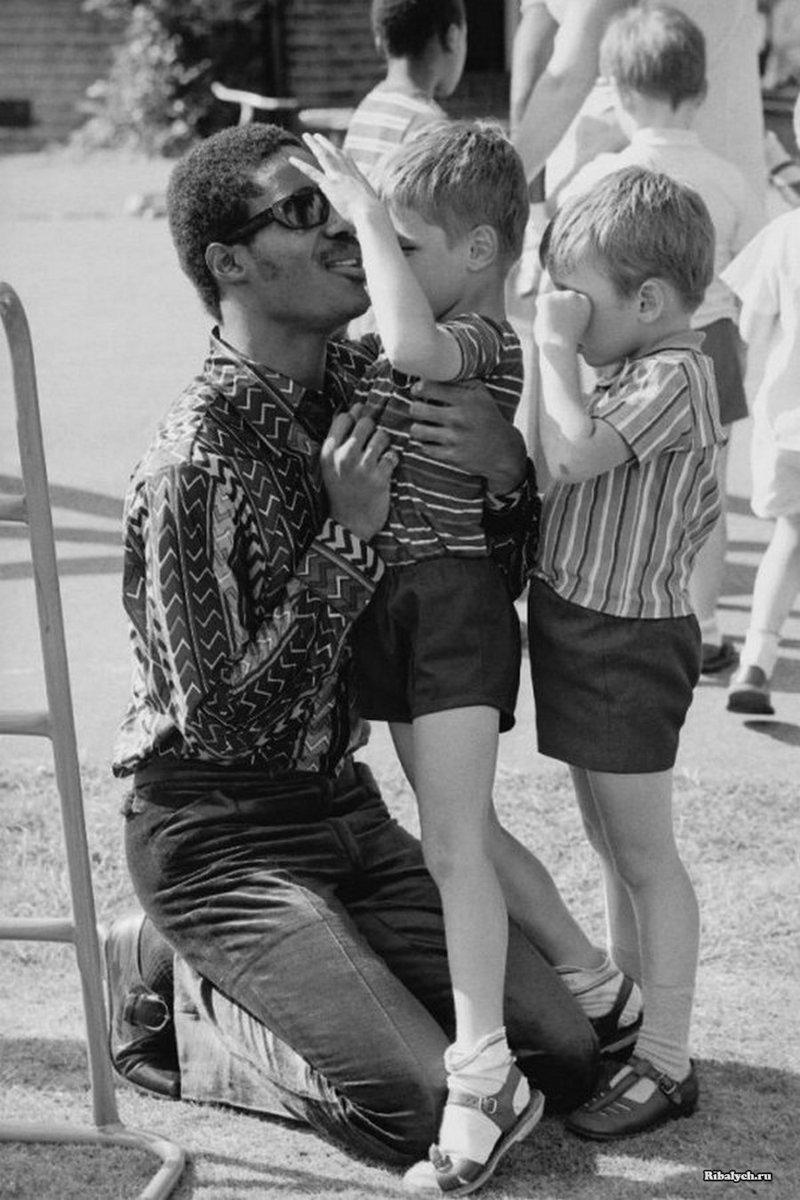 Стиви Уандер в интернате для слепых детей, 1970 год, Лондон история, люди, мир, фото