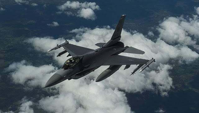 """Российский Су-27 """"отогнал"""" истребитель НАТО от самолета Шойгу над Балтикой"""