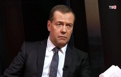 Медведев назвал давление на банковский сектор объявлением торговой войны