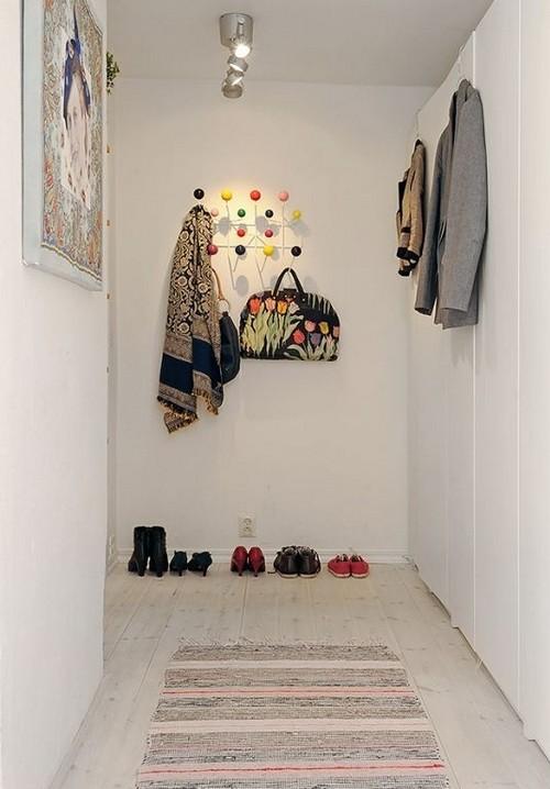 Плетеные коврики в дизайне коридора