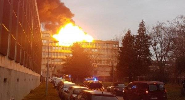 Мощные взрывы прогремели в университете Лиона (Франция)