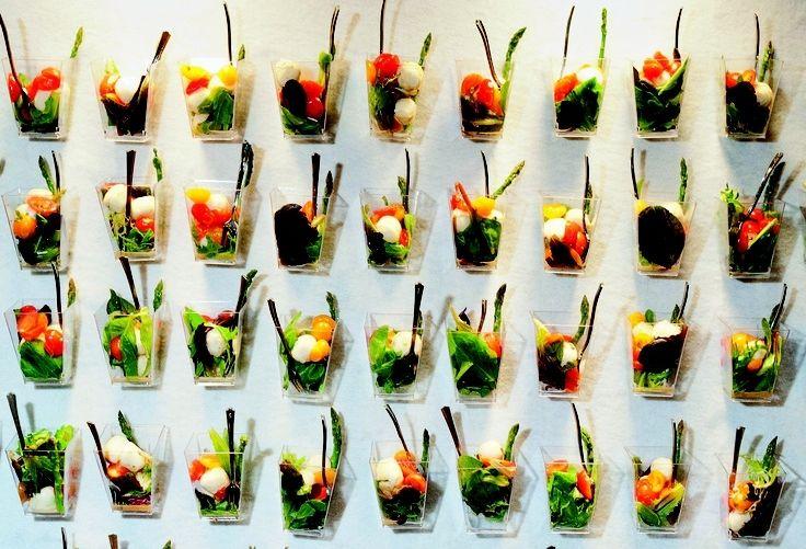 салат на стене