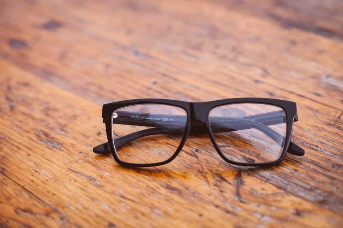 Во Владивостоке установили трехметровые очки