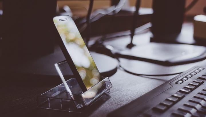 Бликующую проблему электроники решит новое «невидимое» стекло