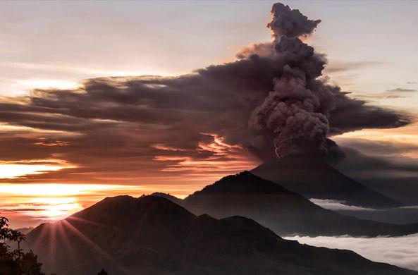 Туристов начали вывозить с Бали из-за извержения вулкана