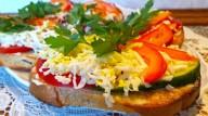 Отличные гренки с огурцом и яйцом: супер закуска
