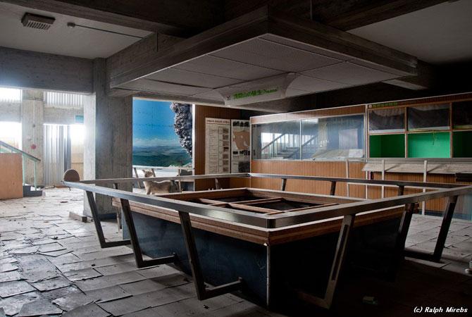 Япония: Заброшенный музей вулканологии