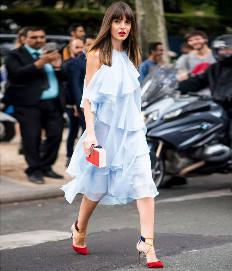 Голубое платье с рюшами Фото