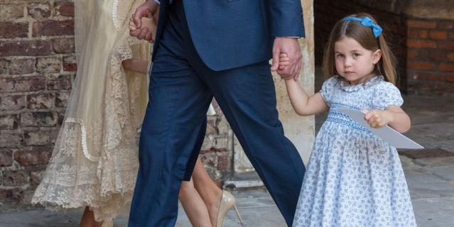 """""""Вы с нами не пойдёте"""": трёхлетняя принцесса Шарлотта дала отпор назойливым фотографам"""