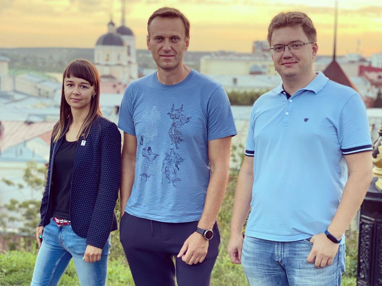 Кира Ярмыш подняла ор по поводу требований омских полицейских по досмотру багажа Навального