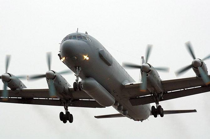 Истребители и Ил-20 развели …