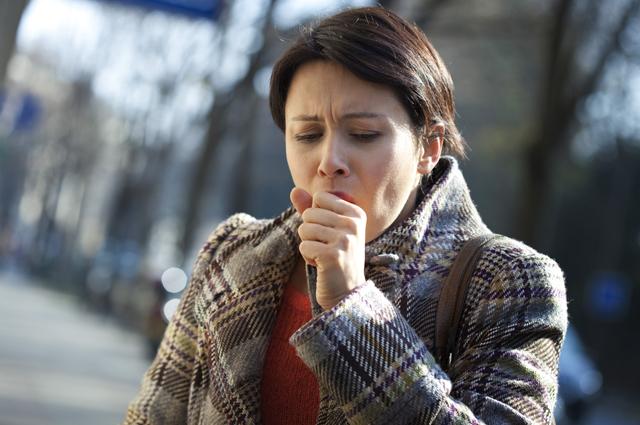 Почему не проходит кашель? Необычные причины боли в горле