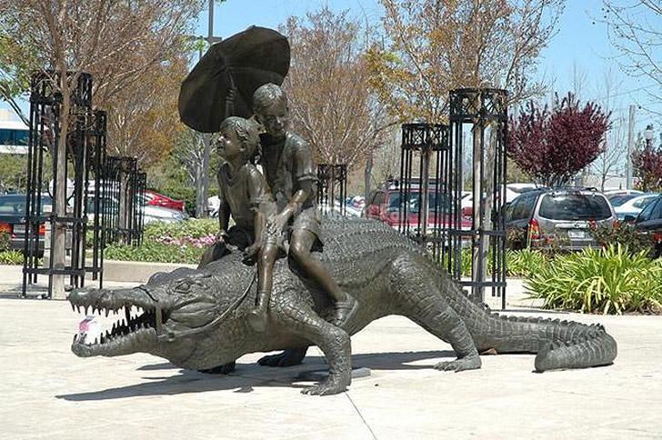 weirdstatues28 29 самых отвратительных и нелепых статуй со всего света