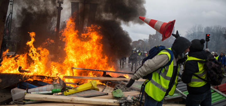 Франция идет путём киевского майдана