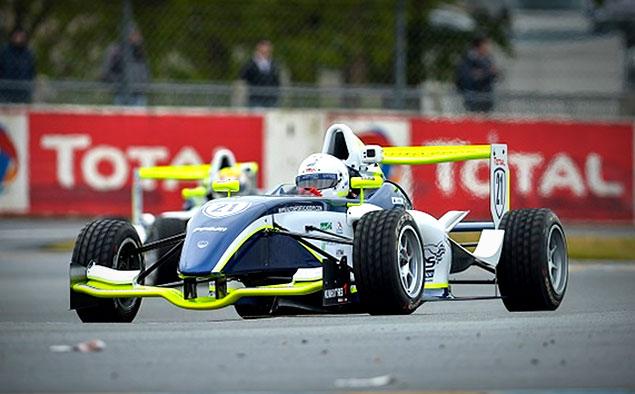 """Юный гонщик лишился обеих ног после аварии на гонке """"Формула-4"""""""
