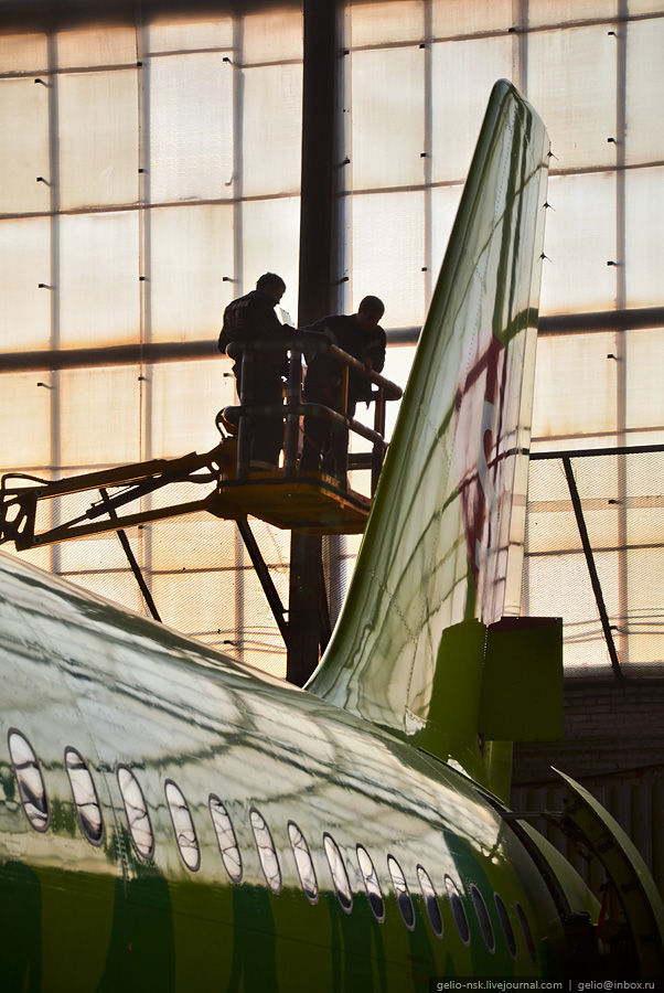 "Ангар в аэропорту Толмачёво. ""Сибирь-Техник"" (2011)"